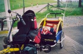kinderen in fietskar 1