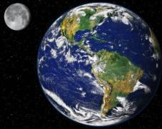 Nu kijk ik elke avond even naar de maan en denk: Jij houdt ons in evenwicht.