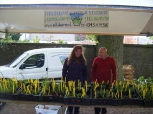 Laetitia en Willem bij hun kraam (foto: www.kamillaskeuze.nl)