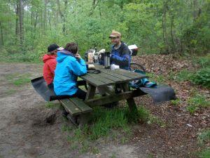 De picknick is een belangrijk onderdeel van de dag.