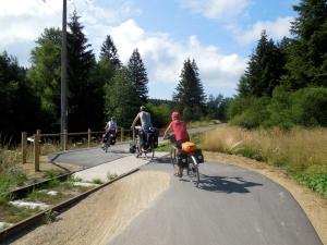 fietsen achterelkaar door de bocht
