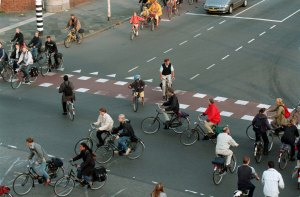 stadsbeeld/ gemaakt om 8:20 vanochtend (di) / kruispunt hereweg/ gefotografeerd vanuit gebouw gasunie EBO 2e etage
